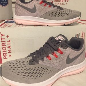 Nike Zoom 'Winflo' running shoes